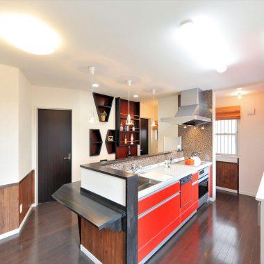 造作棚、ニッチをアクセントにし、お酒もインテリアの一つに。お家にいながらバーにいる雰囲気。