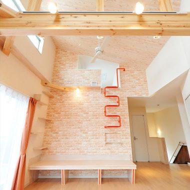天井の高い空間は家族も猫ちゃんもの開放的な気分