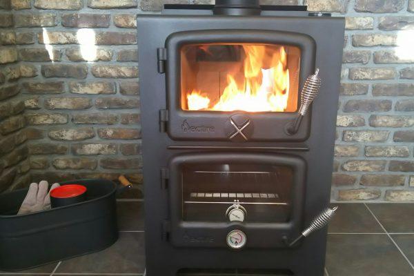 薪ストーブで初めて火を焚きました